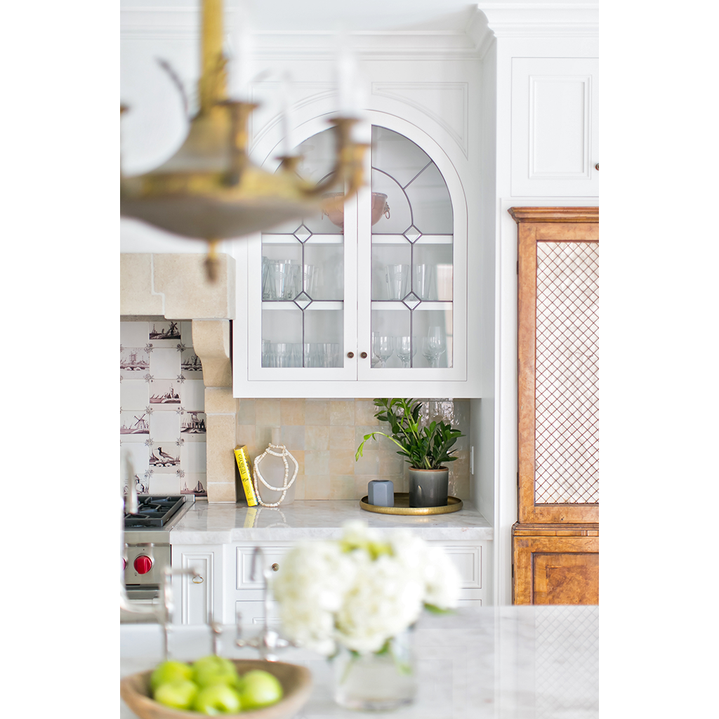GCTK_Traditional_Kitchen_2_doors_decorative_lighting_stone_1024w
